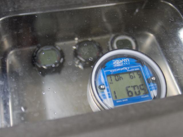 ダイブコンピュータ バッテリー交換価格 - 06