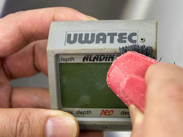 UWATECダイブコンピュータ電池交換の流れ3